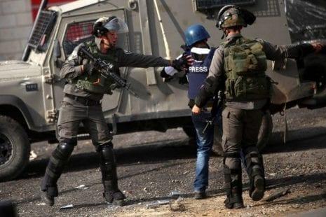 لجنة دعم الصحفيين: 26 صحفي معتقل لدى الاحتلال والأخير يماطل في محاكمتهم