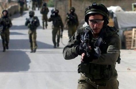 الاحتلال يشرع بحملة الاعتقالات اليومية في مدن الضفة