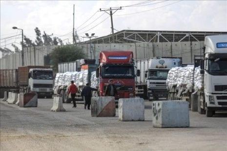 سلطات الاحتلال تدخل آلاف إطارات السيارات إلى قطاع غزة