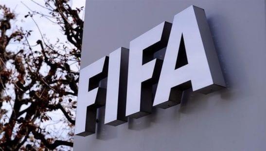 """الفيفا يتوعّد بقرار """"تأديبي"""" بعد إيقاف مباراة بين البرازيل والأرجنتين"""
