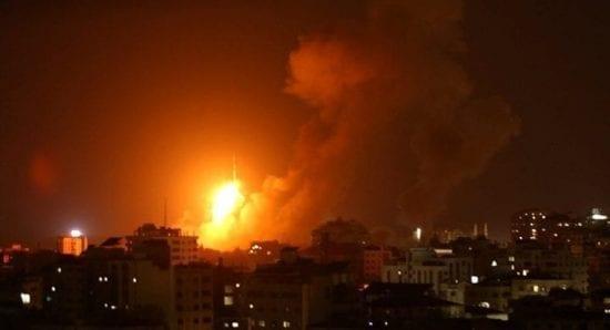 طائرات ومدفعية الاحتلال تستهدف عدة مناطق في قطاع غزة