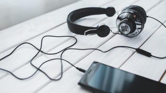 إليكم مختارة لأشهر تطبيقات الهواتف الذكية لسماع الأناشيد الدينية