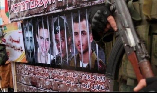 صحيفة: الاحتلال تراجع عن ربط ملف جنوده الأسرى بإعادة إعمار غزة