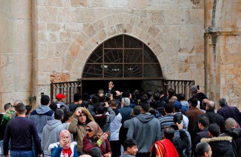 صور.. شرطة الاحتلال تدنس مصلى باب الرحمة في القدس