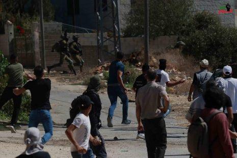 إصابات بالرصاص والاختناق خلال مواجهات مع الاحتلال في الخليل ونابلس