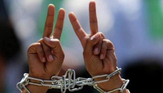 الاحتلال يعلن عن بدء مصادرة رواتب الأسرى مطلع يناير وبنوك بدأت بالتنفيذ