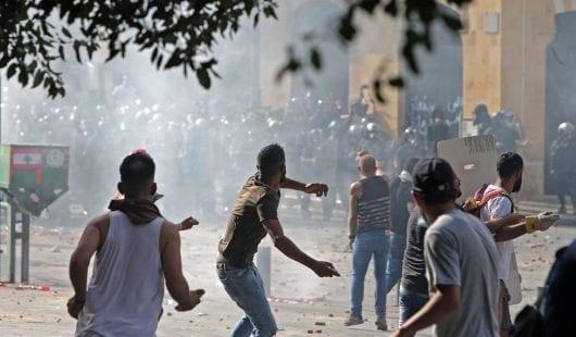 استقالة الحكومة اللبنانية ووقعها على شوارع بيروت.. هل تكفي لتهدئة الأوضاع؟
