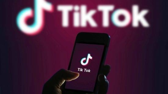 """شركة أمريكية عملاقة تعلن اتحادها مع """"مايكروسوفت"""" لشراء """"تيك توك"""""""