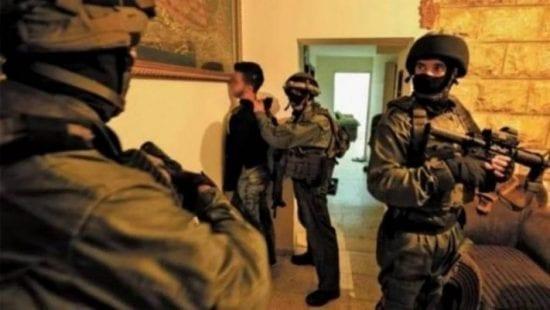 اعتقالات في الضفة المحتلة والمستوطنين يستبيحون المسجد الإبراهيمي
