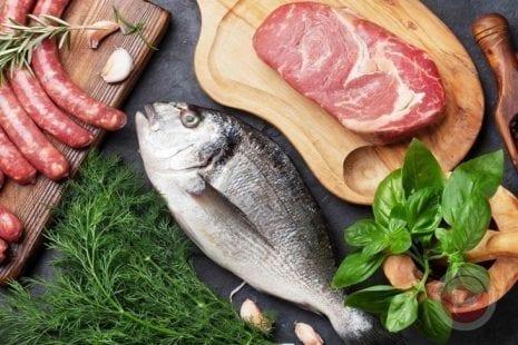 لمحبي الأسماك واللحوم هذه أبرز المقارنات بينهم والفوائد الصحية