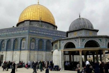 10 آلاف شخص يؤدون صلاة الجمعة بالمسجد الأقصى