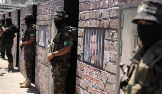 وسائل إعلام عبرية تكشف تطورات صفقة الأسرى بين الاحتلال وحركة حماس