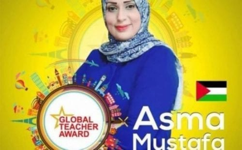 """فيديو: المعلمة الغزيّة """" أسماء مصطفى"""" حصدت لقب العالمية بجدارة"""