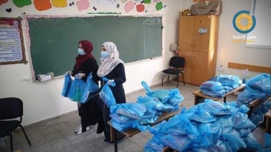 صور| الأونروا تبدأ توزيع الكتب المدرسية على الطلبة بغزة لاستئناف التعليم عن بعد