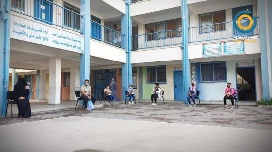غزة: الأونروا تبدأ توزيع الكتب المدرسية على الطلبة لاستئناف التعليم عن بعد