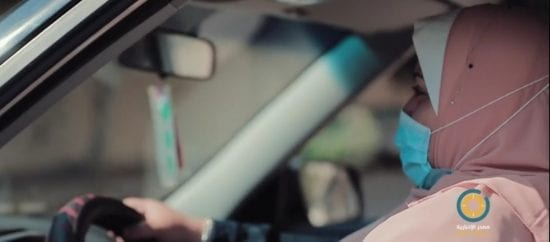 """فيديو.. """"تاكسي المختارة"""" سيدة تقود على درب الرجال"""