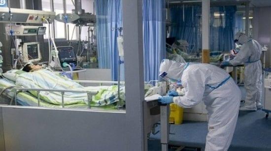 صحة غزة تستعين بأسّرة الأقسام الأخرى بعد امتلاء العناية المكثفة بإصابات كورونا