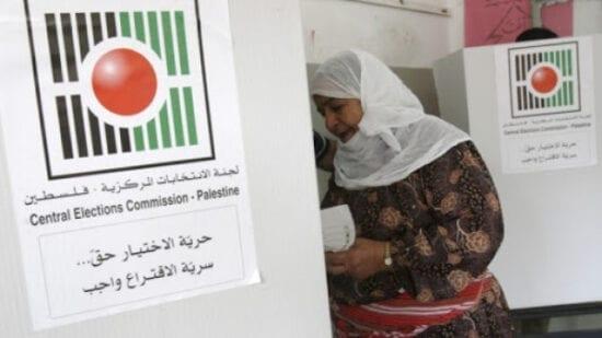 لجنة الانتخابات تبحث إجراء انتخابات المجالس المحلية في غزة والضفة