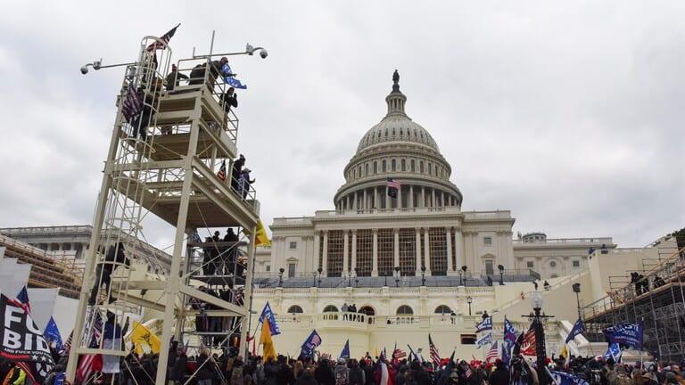 """أمريكا ترفع حالة التأهب بعد تهديدات بتفجير """"الكابيتول"""""""