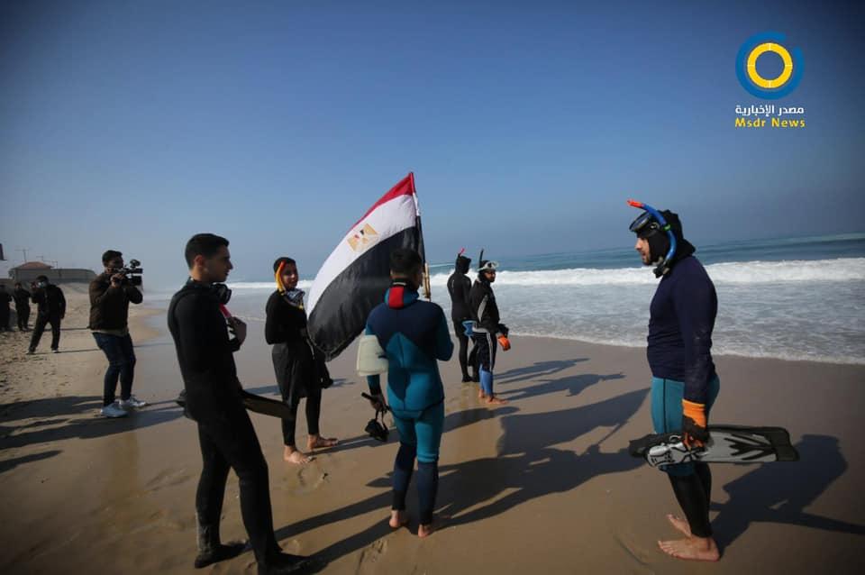 صور: حملة تطوعية في بحر غزة للبحث عن مفقودين مصريين