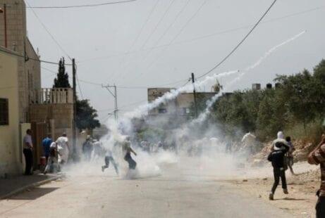 الضفة: إصابات إثر اشتعال مواجهات في عدة مدن والاحتلال يعتقل أسير محرر