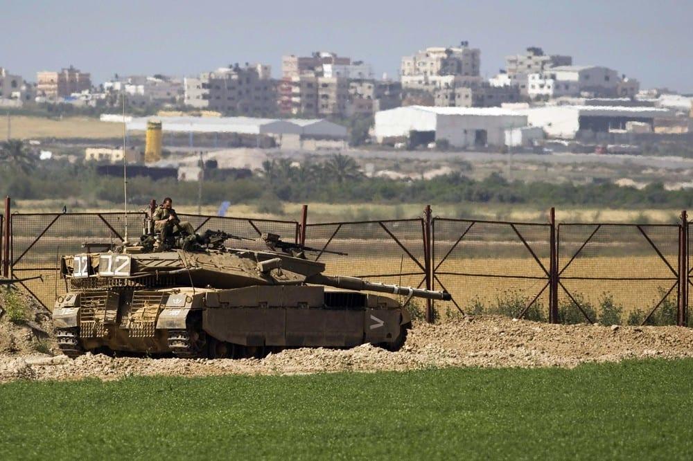 آليات الاحتلال تتوغل شرق دير البلح… وفصيل مقاوم يتصدى لها