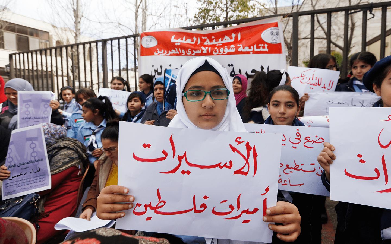 هيئة الأسرى: 12 أم فلسطينية داخل سجون الاحتلال