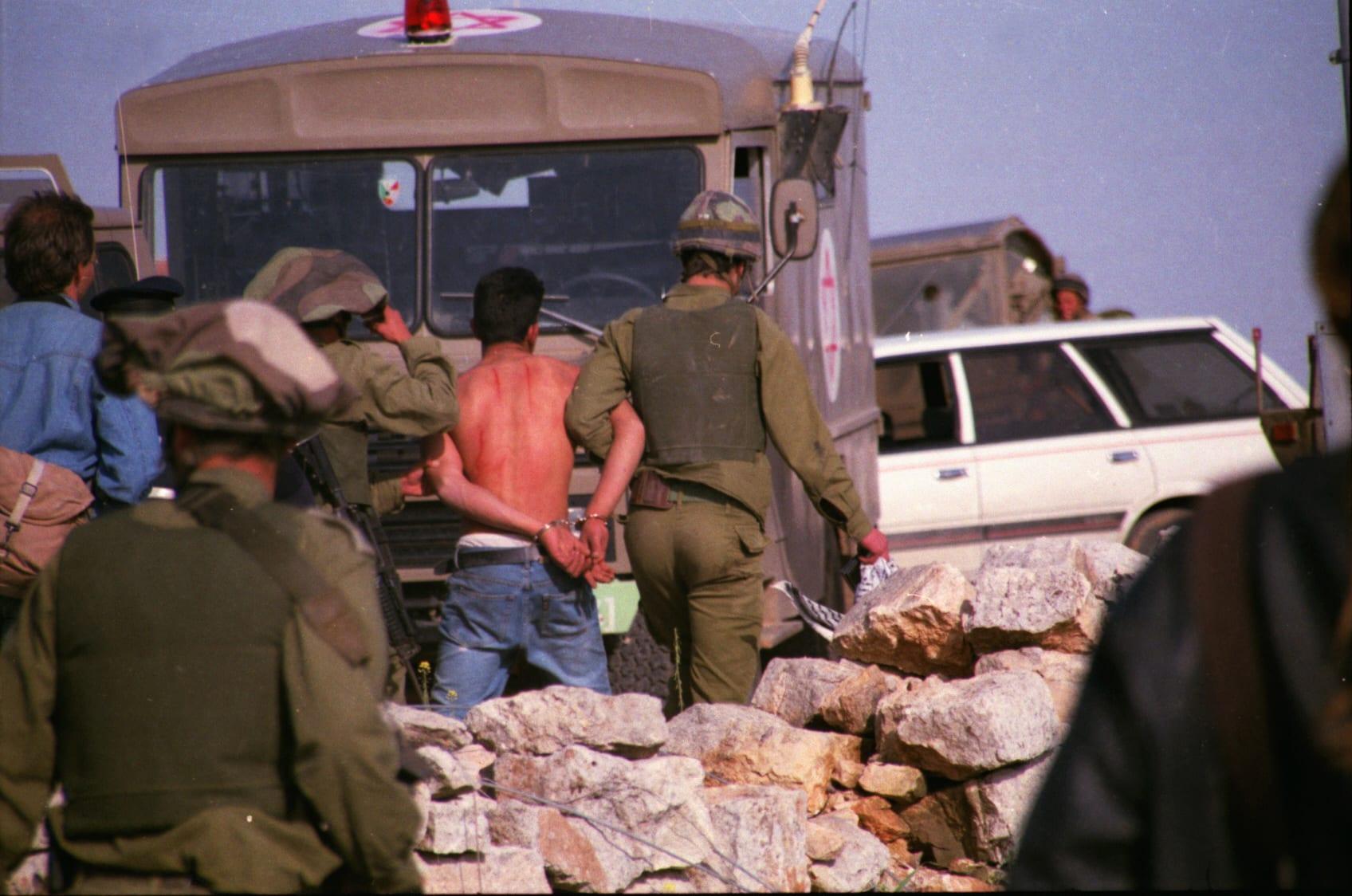 انتهاكات الاحتلال اليومية: اعتقالات تطال مواطنين بالضفة واقتحامات للمسجد الأقصى