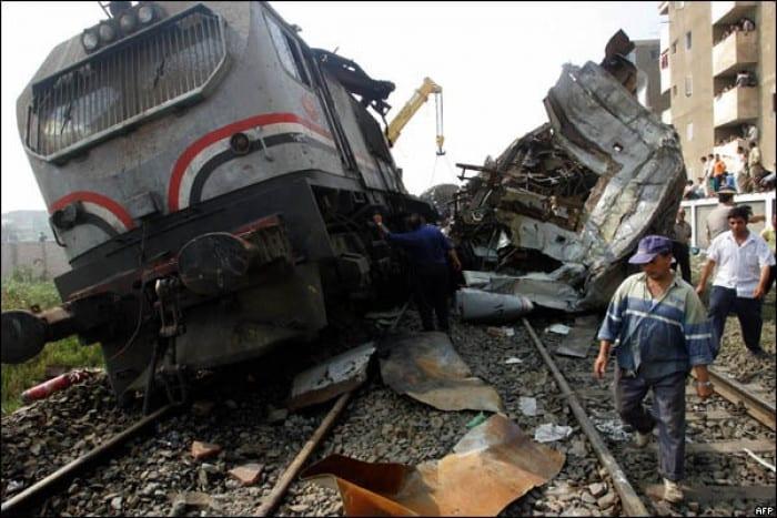 مصر: عشرات الوفيات والإصابات إثر تصادم قطارين وهيئة السكك توضح السبب