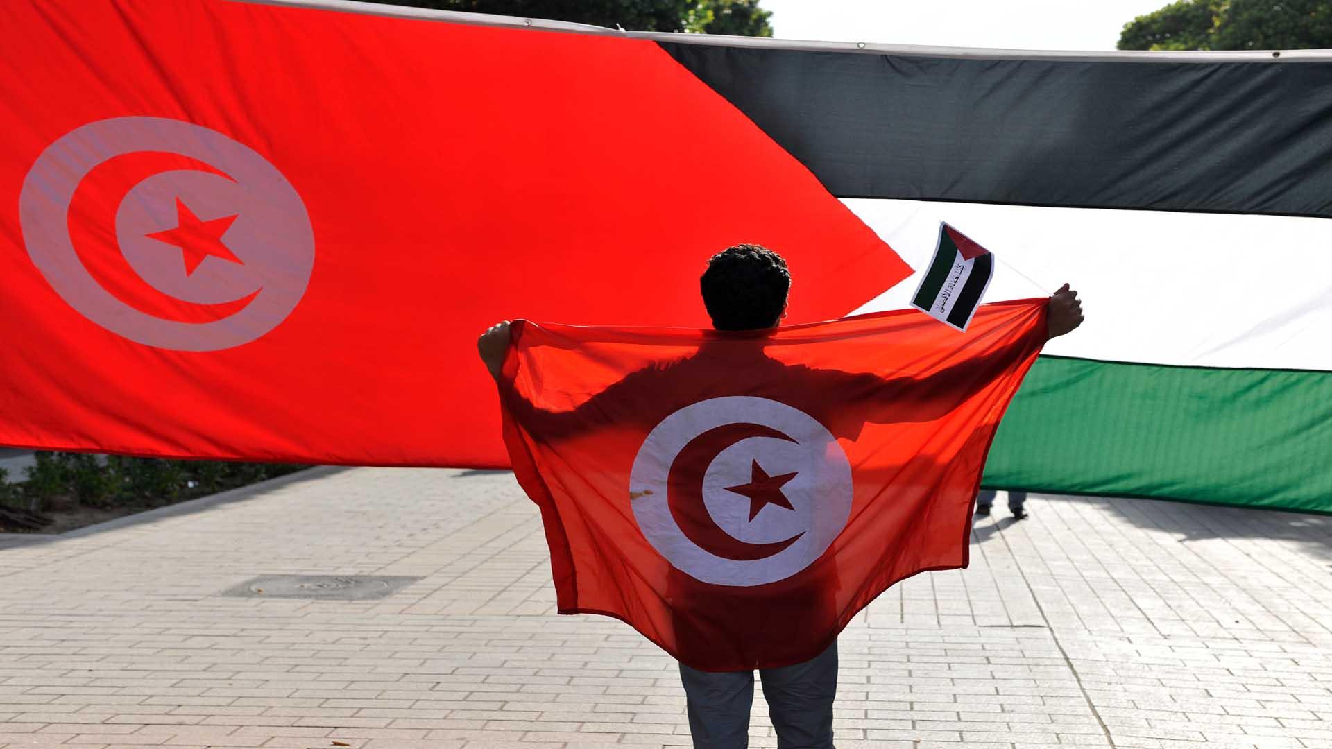 فلسطين تتبرع لتونس بـ50 جهاز أكسجين مكثف
