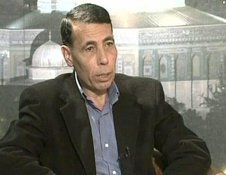 الاحتلال يعتقل القيادي في فتح حاتم عبد القادر من القدس ومواجهات في مدن الضفة