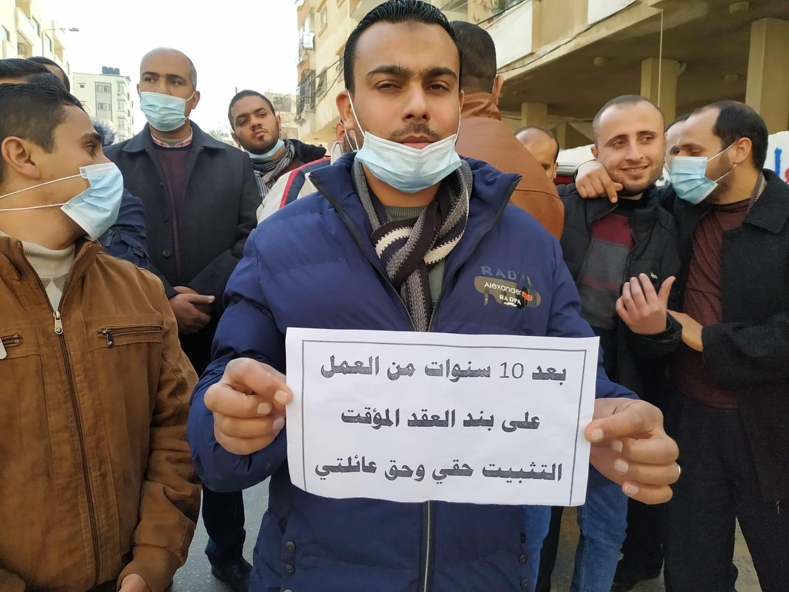 رابطة موظفي عقود غزة تطالب السنوار بتبني قضيتهم