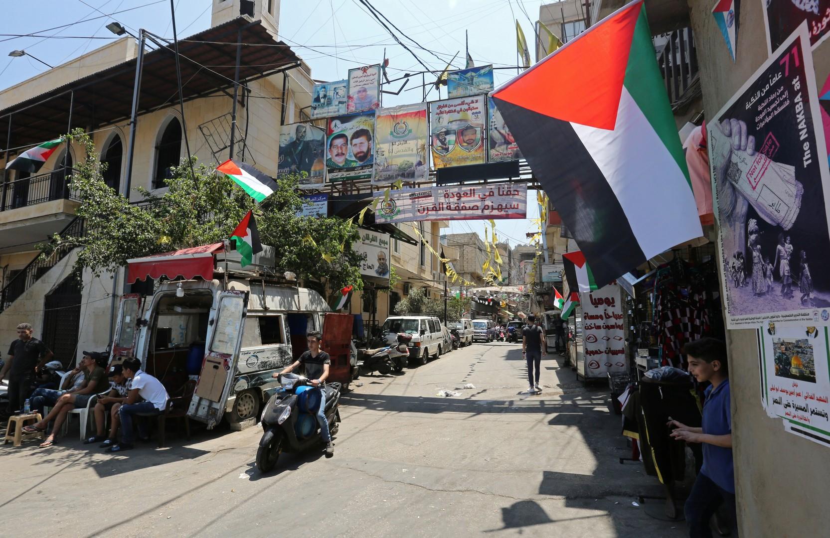 صحيفة: تحذيرات من إسقاط حق العودة على وقع ضغوط لتسهيل مغادرة الفلسطينيين للبنان