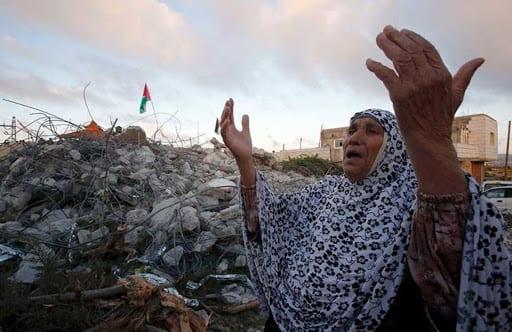 أهالي بلدة حزما يشاركون في مسيرة منددة بالاستيطان