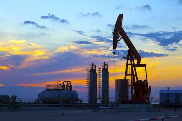 أعاصير الولايات المتحدة تُسبب صعود أسعار النفط لليوم الرابع على التوالي