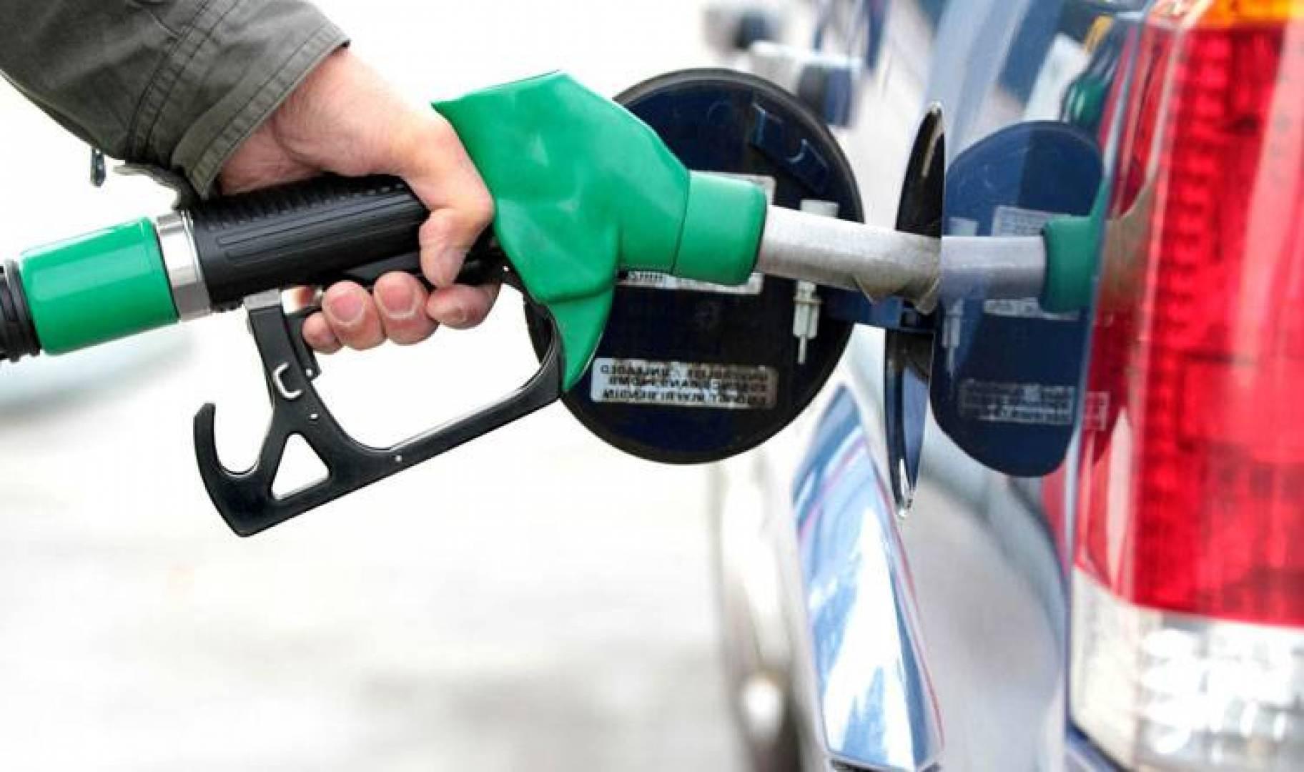 توقعات بارتفاع في أسعار الوقود الشهر المقبل