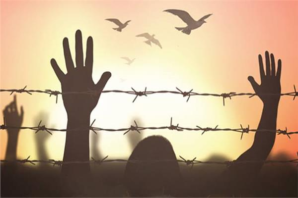 يوم الأسير الفلسطيني.. بطولاتٌ خلف القضبان ولا رادع لقهر السجان