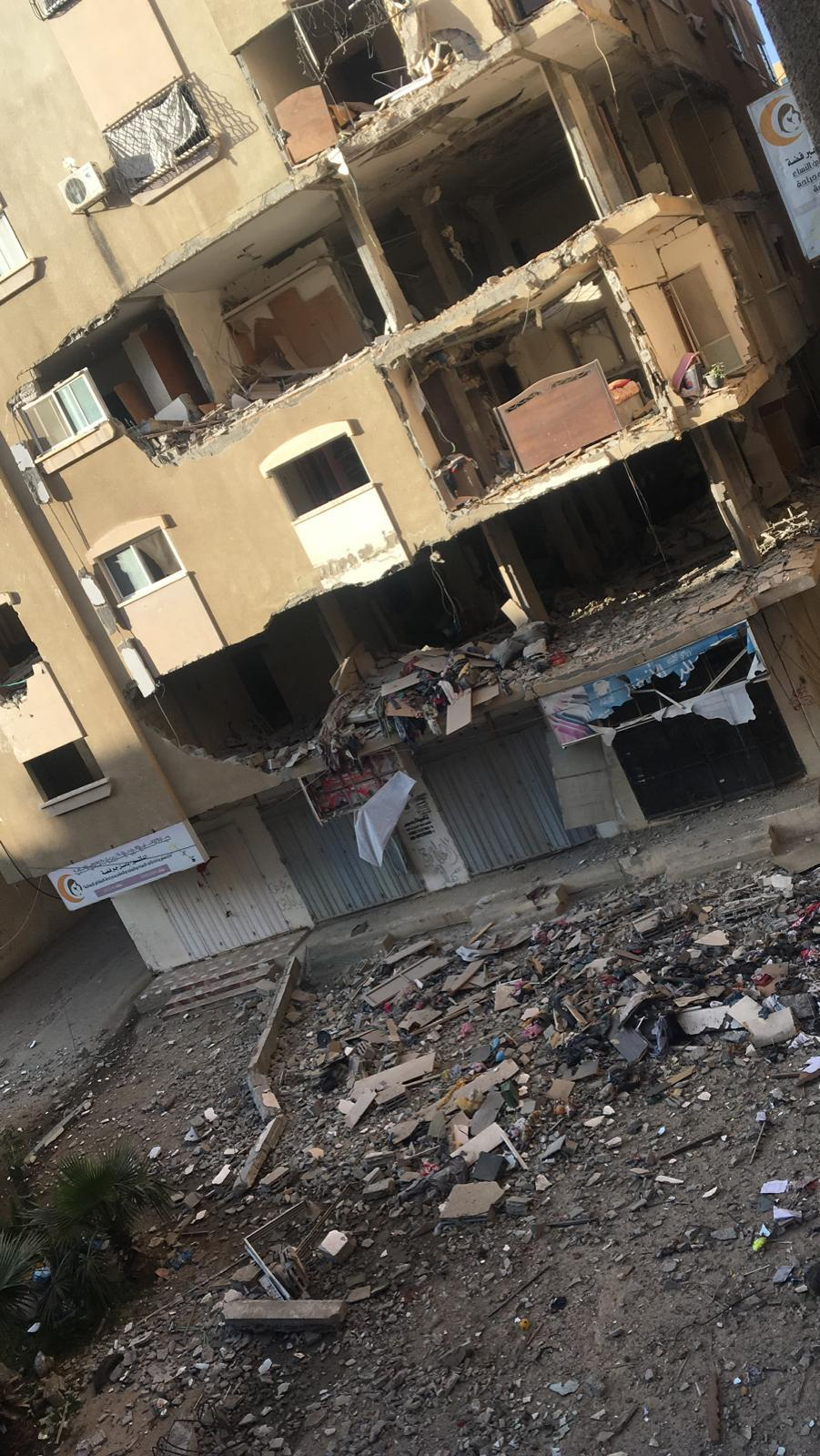 استهداف بناية الروضة غرب غزة من قبل الطيران الحربي الإسرائيلي