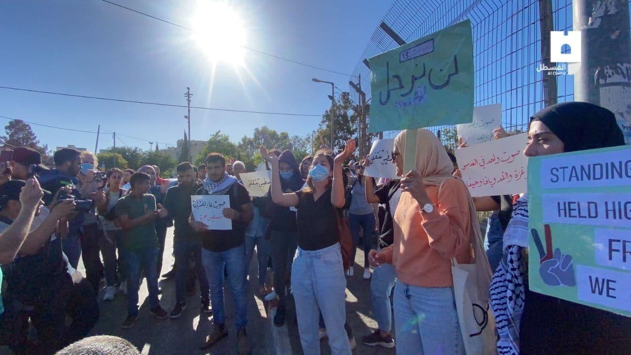 قوات الاحتلال تعتدي على مسيرة سلمية بحي الشيخ جراح