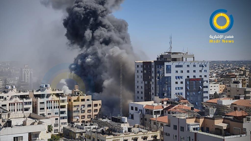 قصف إسرائيلي يستهدف برج الجلاء الذي يضم مكاتب صحفية في غزة