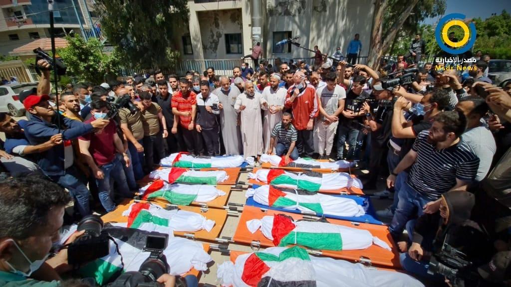 تشييع جثامين شهداء مجزرة مخيم الشاطئ بغزة (صور)
