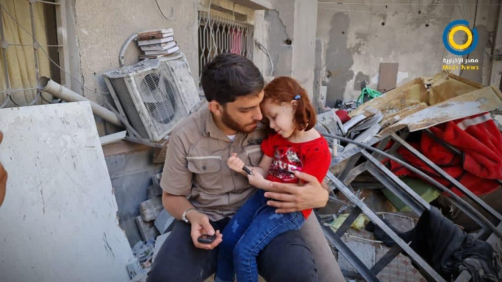 قذفتها الصواريخ خارج منزلها… معجزة أنقذت الطفلة ماريا من مجزرة الشاطئ