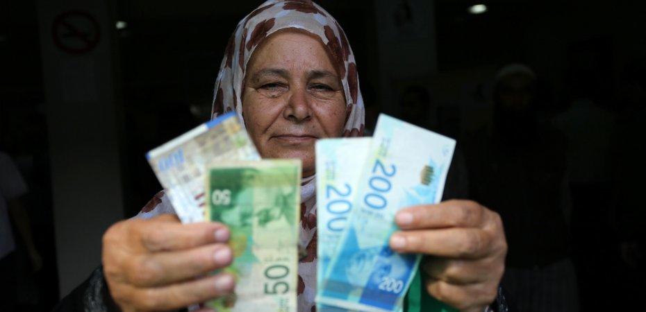 خبراء لمصدر: عدم صرف الشؤون يعمق معاناة الفقراء ويؤثر على السيولة بالأسواق