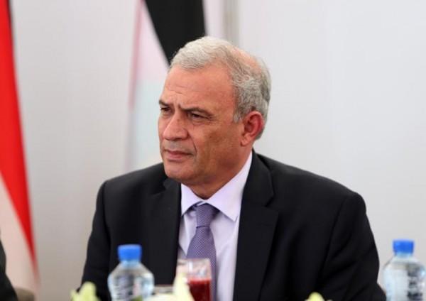 وفد وزاري من الضفة يصل القاهرة لبحث إعادة إعمار غزة