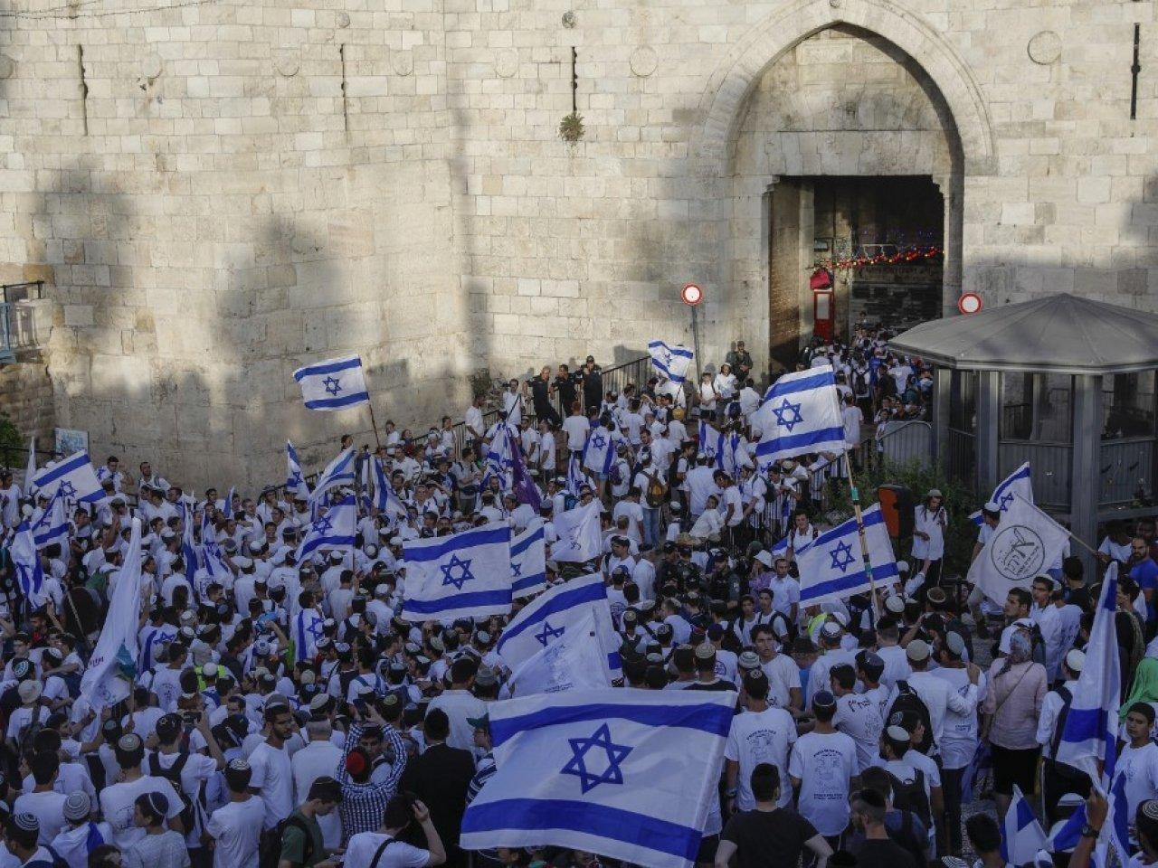 مسيرة الأعلام - باب العامود