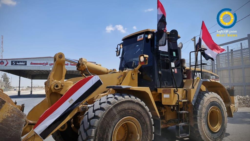 بالصور: دخول آليات ومعدات هندسية مصرية لقطاع غزة