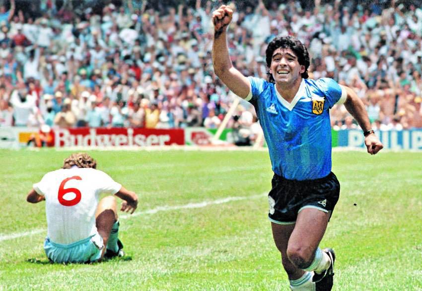 الأرجنتينيون يحيون اليوم الذكرى الـ  35 على هدف دييجو مارادونا الشهير في شباك إنجلترا