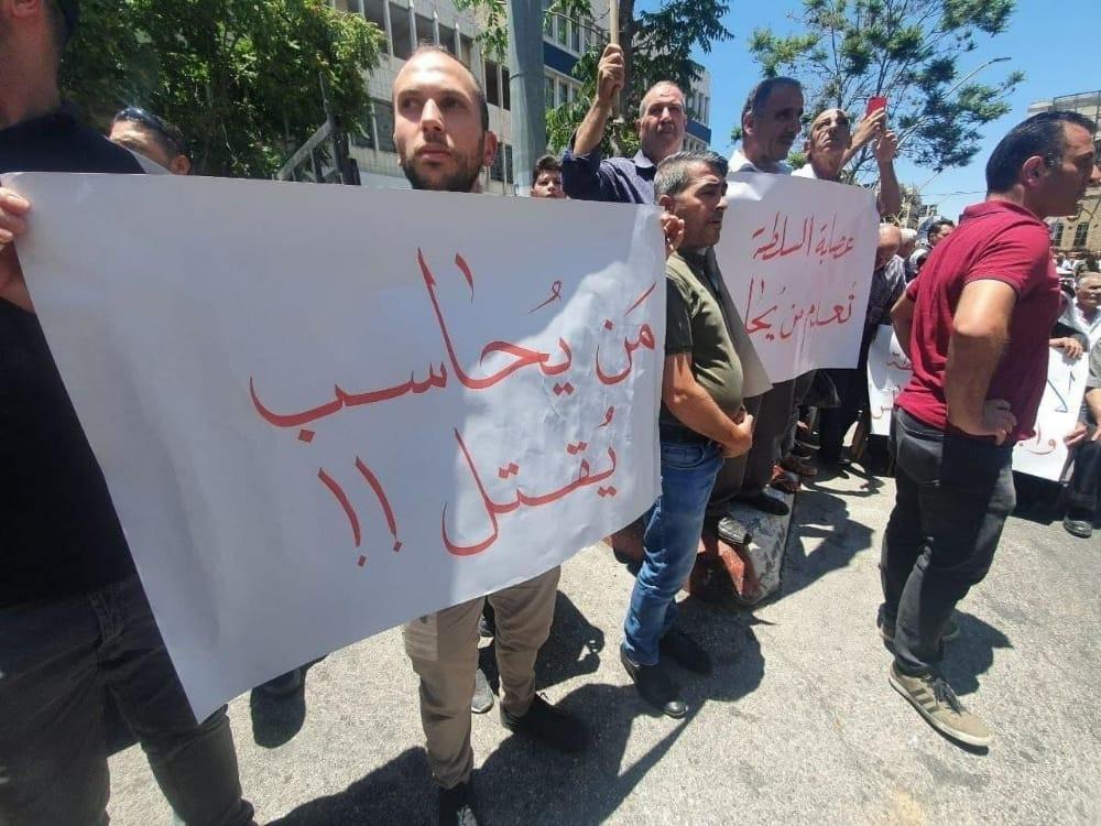 السلطة تفرج عن جميع المعتقلين أثناء وقفة منددة بمقتل الناشط بنات برام الله
