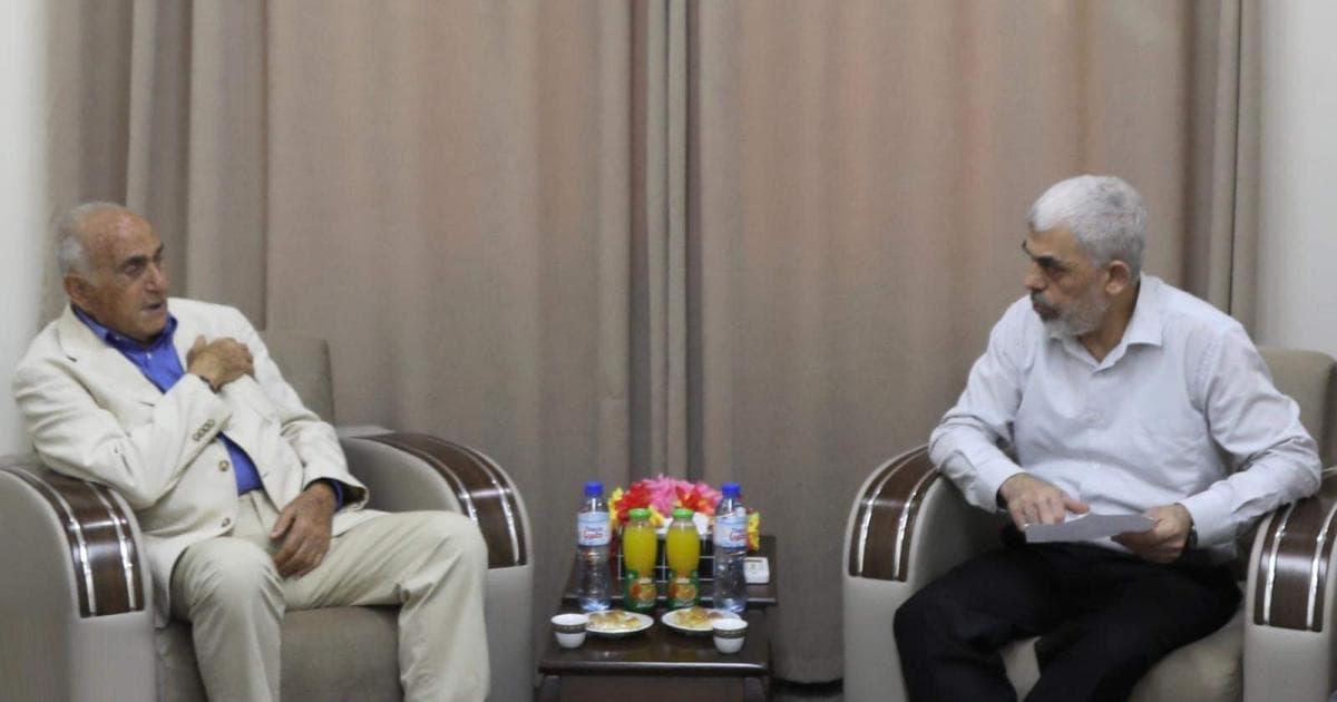 يحيى السنوار يستقبل رجل الأعمال منيب المصري في غزة