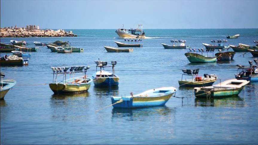 الاحتلال يعلن توسيع مساحة الصيد وفتح معبر كرم أبو سالم لغزة